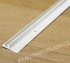 Quick-Step plast. vodící lišta pro sokl 77x14x2400